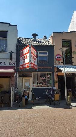 Te koop casco horecapand in Terneuzen.