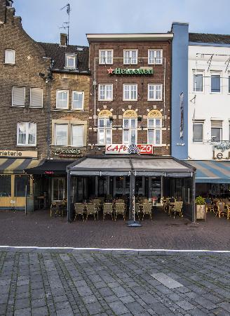 Cafe op horecaplein van Roermond foto 1