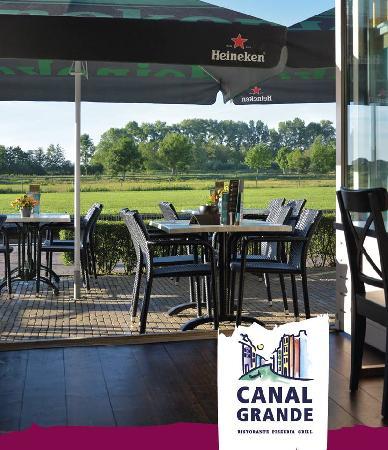Cafe / Restaurant / Terras aan vaarwater Giethoorn foto 6
