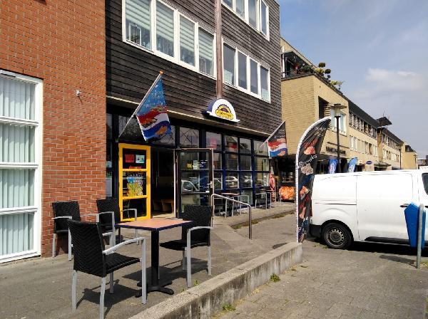Leeuwarden  lunchroom in winkelcentrum foto 1