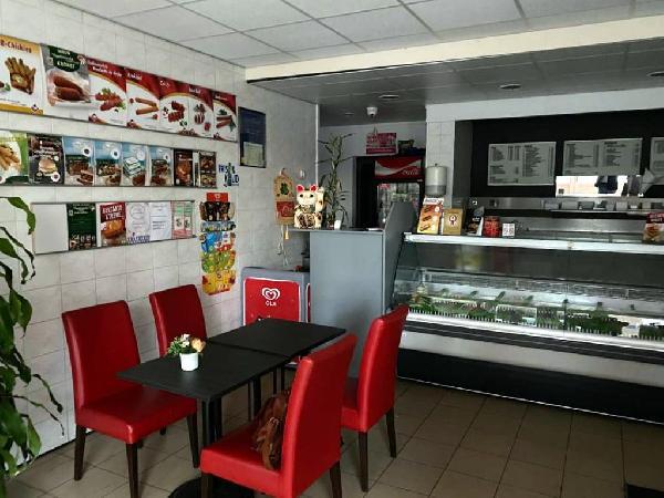 Cafetaria met bovenwoning te koop in Helmond