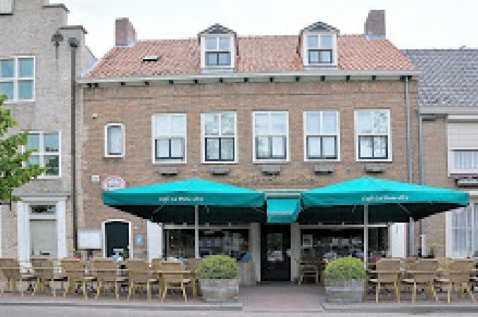 Bekend dorpscafé te huur in IJzendijke. foto 4