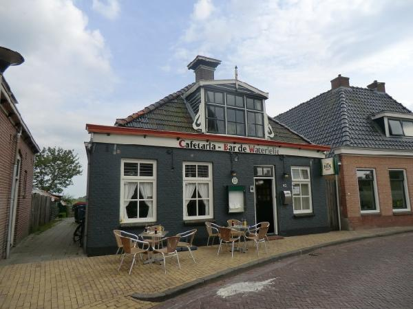 Cafe met cafetaria, zaal en bovenwoning HUURKOOP foto 2