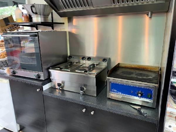 Lunchroom/hamburgerrestaurant ter overname aangeboden foto 9