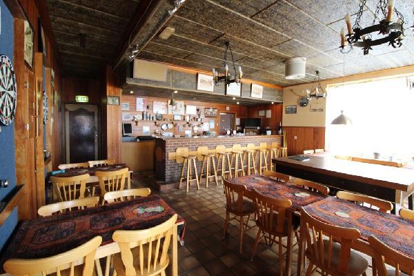 Café met bovenwoning en grote zaal in Philippine te koop. foto 4