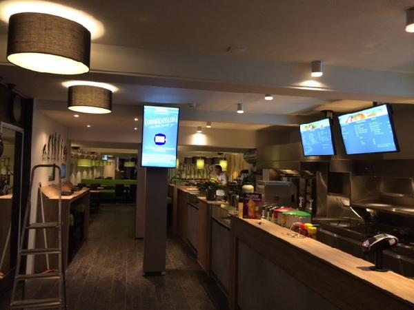 Cafetaria & Grillroom met ruim terras in centrum Veenendaal foto 3