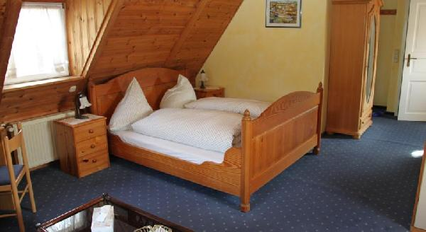 Hotel | Pension | B&B moderne kamers (22 bedden) groot terras | Moezelzicht foto 3