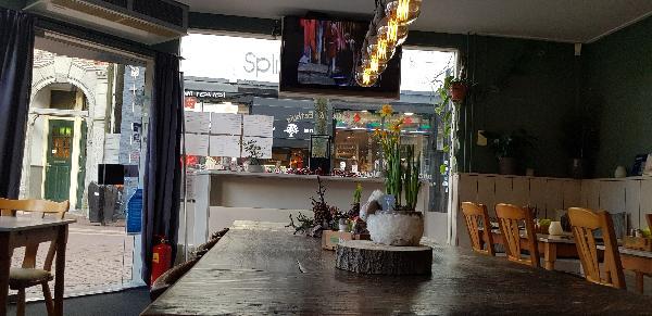 Eetcafé met Terras en Bezorgservice  foto 6