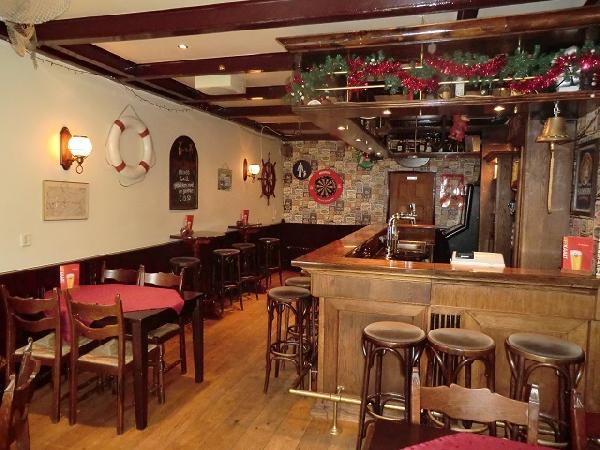 Cafe met cafetaria, zaal en bovenwoning HUURKOOP foto 7
