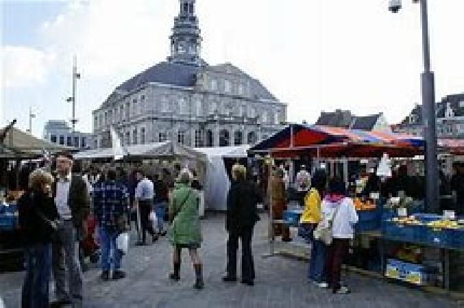 Ter overname op toplocatie in Maastricht, op de Markt mooie grote horecazaak. foto 2