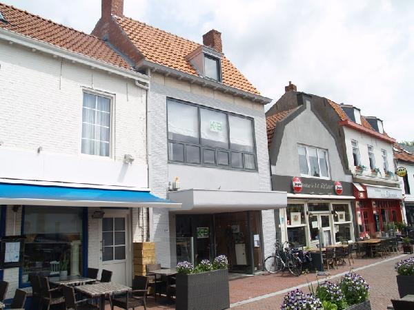 Ruim casco horeca- winkelpand met bovenwoning in het centrum van Hulst. foto 2