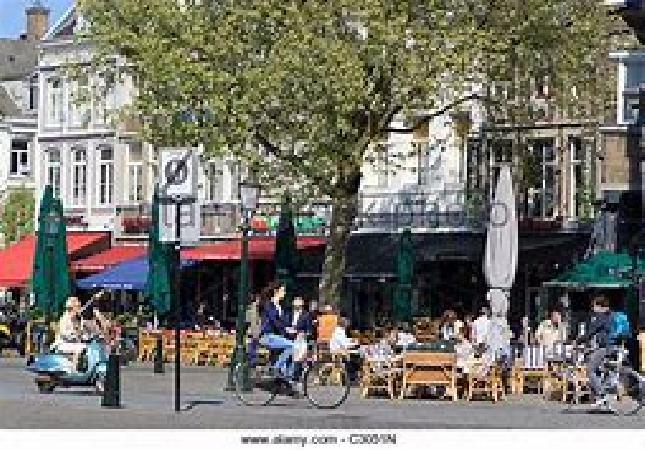 Ter overname op toplocatie in Maastricht, op de Markt mooie grote horecazaak. foto 1