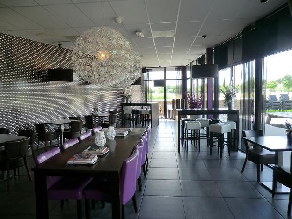 Cafetaria / grandcafe YZY Heerenveen VERHUURD foto 1