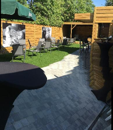 Eetcafé met zaal, terras en bovenwoning in Vogelwaarde (Zeeuws-Vlaanderen) te koop. foto 10