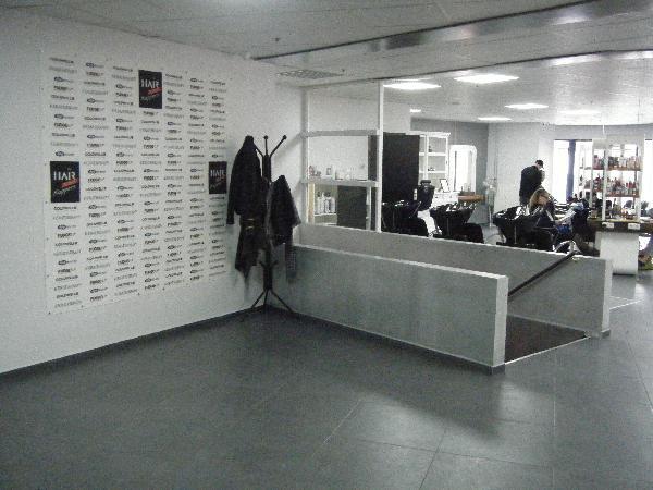 Ter overname: grote kapsalon in groot winkelcentrum in Heerlen. foto 2