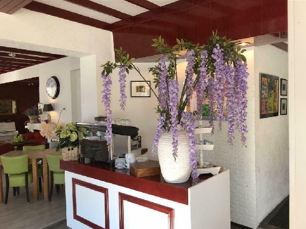 Hotel blijft open met ontbijt mogelijkheid !! Reserveer gerust  foto 15