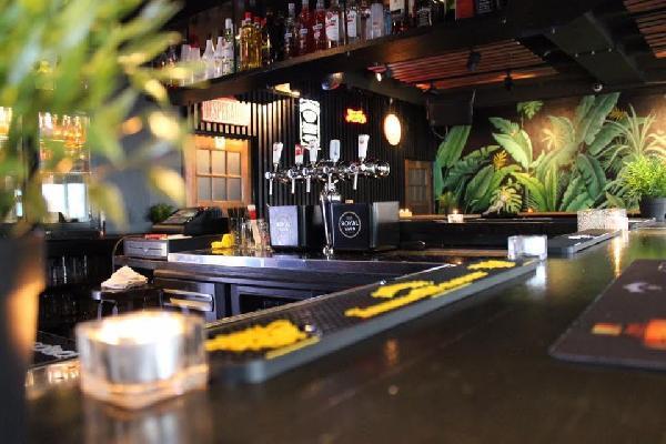 Café in het centrum van Axel met goede omzet in beperkte openingsuren! foto 5