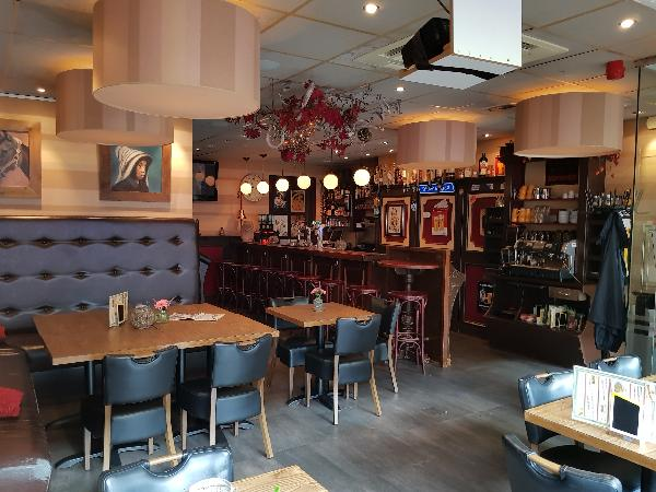 Cafetaria Eetcafé op super doorloop locatie in winkelcentrum met veel passanten  foto 14
