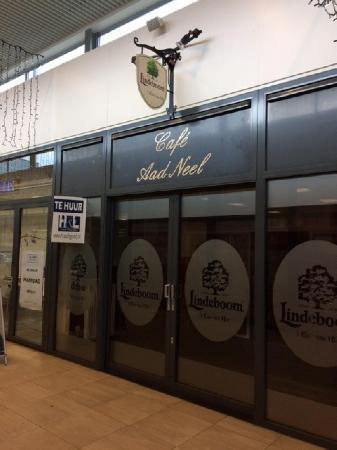 Klein authentiek cafe gelegen in winkelcentrum te Donderberg. foto 1