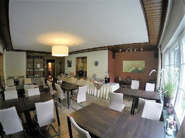 Goedlopend, gerenoveerd hotel met 36 bedden en eigenaarswoning in hartje Sauerland foto 3