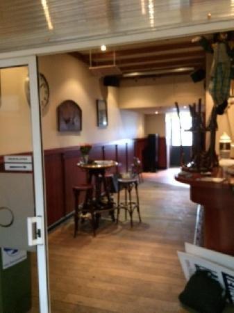 Klein authentiek cafe gelegen in winkelcentrum te Donderberg. foto 4