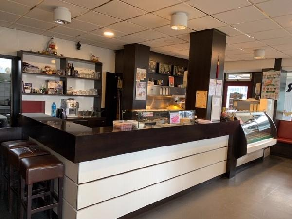 Cafetaria / Chinese-afhaalzaak in winkelcentrum Breda foto 2