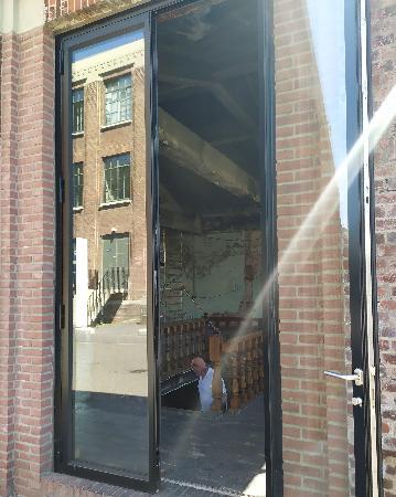 te huur op fraaie locatie centrum Maastricht detailhandel en horeca! foto 2