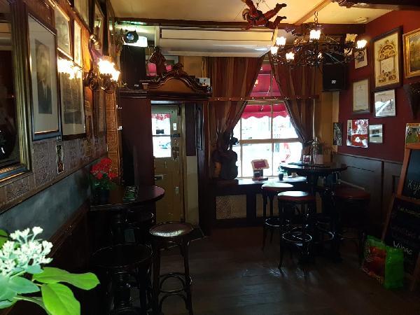 Café met 2 terrassen aan de Gracht en aanlegplaats rondvaartboot   foto 6