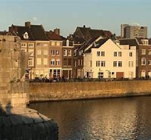 Te koop (inclusief o.g.) mooi city hotel in centrum Maastricht. foto 2