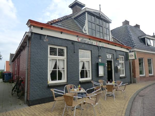 Cafe met cafetaria, zaal en bovenwoning HUURKOOP foto 1