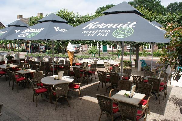 Cafetaria en eetcafé met bovenwoning foto 1