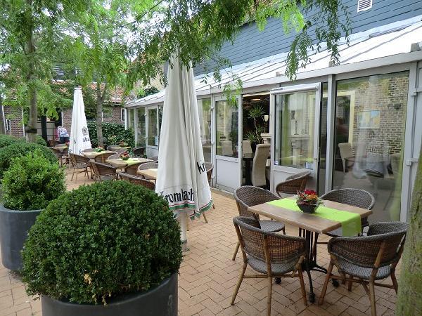 BURGUM, centrum gelegen dagzaak / restaurant VERKOCHT foto 3