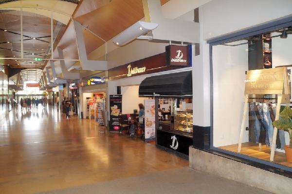 In het Alexandrium Shopping Center lunchroom ter overname foto 1
