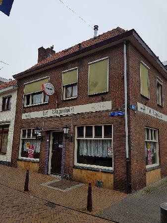 Te huur op de Markt in Axel gelegen zichtlocatie. Geschikt voor diverse horeca concepten. foto 2
