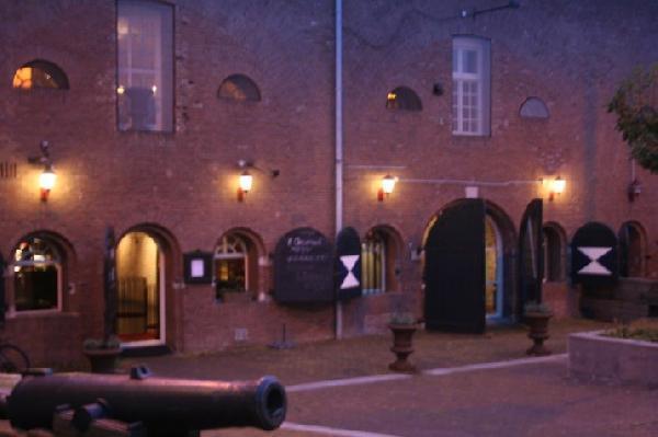 Sfeervol café-restaurant ter overname aangeboden in het centrum van Terneuzen. Zeer lage overname! foto 2