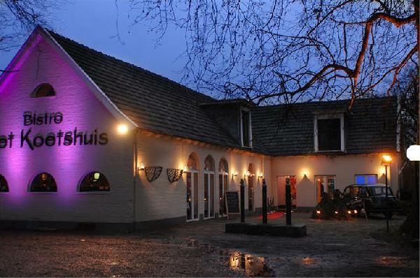 GERESERVEERD - Bistro het Koetshuis Enschede 450 m² Horeca groot terras en park foto 3