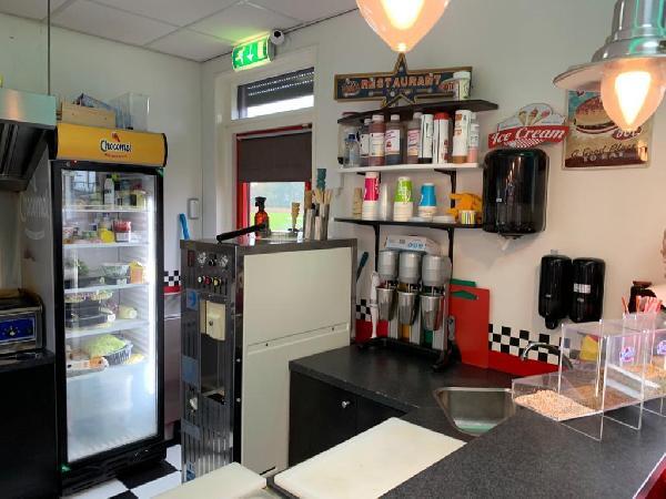 Lunchroom/hamburgerrestaurant ter overname aangeboden foto 7