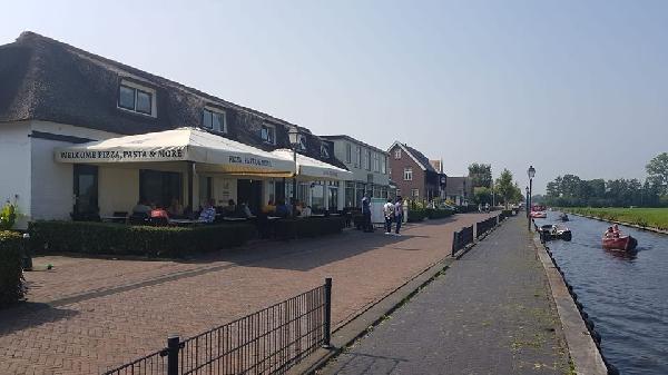 Cafe / Restaurant / Terras aan vaarwater Giethoorn foto 1