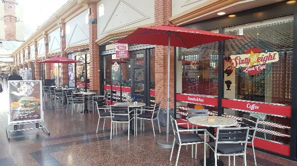 Lunch & Dinnercafé met afhaal & bezorg functie  in modern overdekt winkelcentrum in het bruisende hart van Hoogeveen foto 4