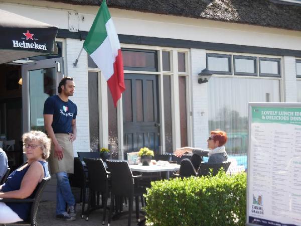 Cafe / Restaurant / Terras aan vaarwater Giethoorn foto 9