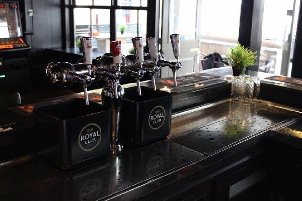 Café in het centrum van Axel met goede omzet in beperkte openingsuren! foto 6