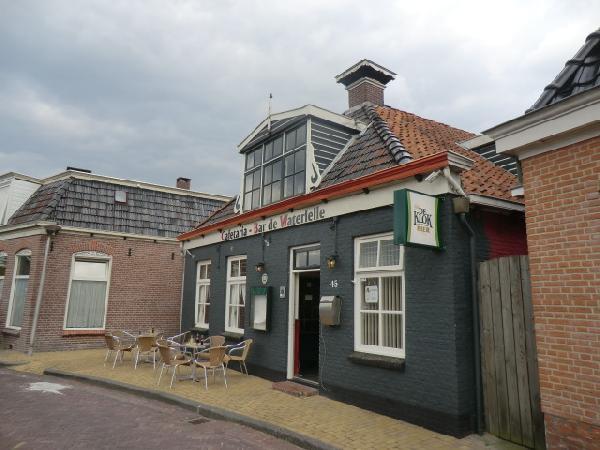 Cafe met cafetaria, zaal en bovenwoning HUURKOOP foto 3