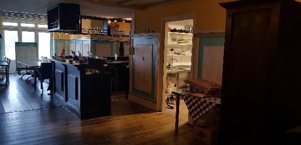 Cafe / Restaurant / Terras aan vaarwater Giethoorn foto 16