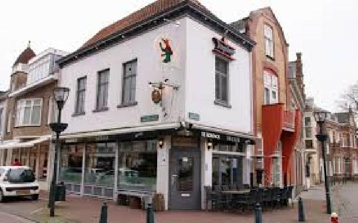 Café te huur op de Markt van Hulst, Informeer naar de interessante voorwaarden. foto 1