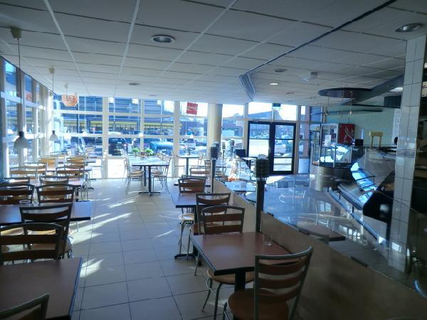 Leeuwarden  lunchroom in winkelcentrum foto 9