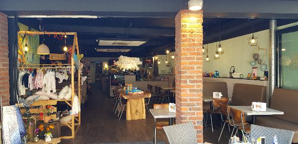 Lunchroom & Kado-concept winkel Dagzaak met terras in leukste winkelstraat van Ommen foto 4