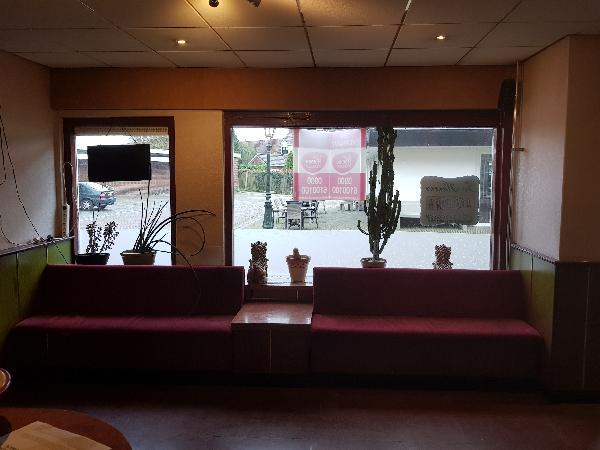 Afhaal/bezorg restaurant met grote Catering keuken en ruime bovenwoning met groot terras foto 6