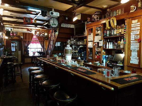 Café met 2 terrassen aan de Gracht en aanlegplaats rondvaartboot   foto 14