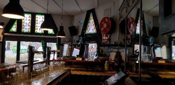 Eetcafé op driesprong aan doorgaande weg vanuit het centrum Deventer foto 17