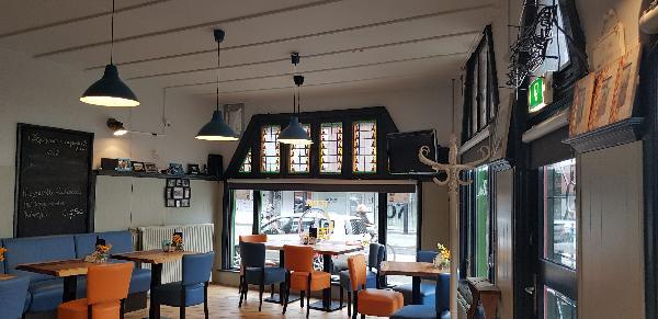 Eetcafé op driesprong aan doorgaande weg vanuit het centrum Deventer foto 6